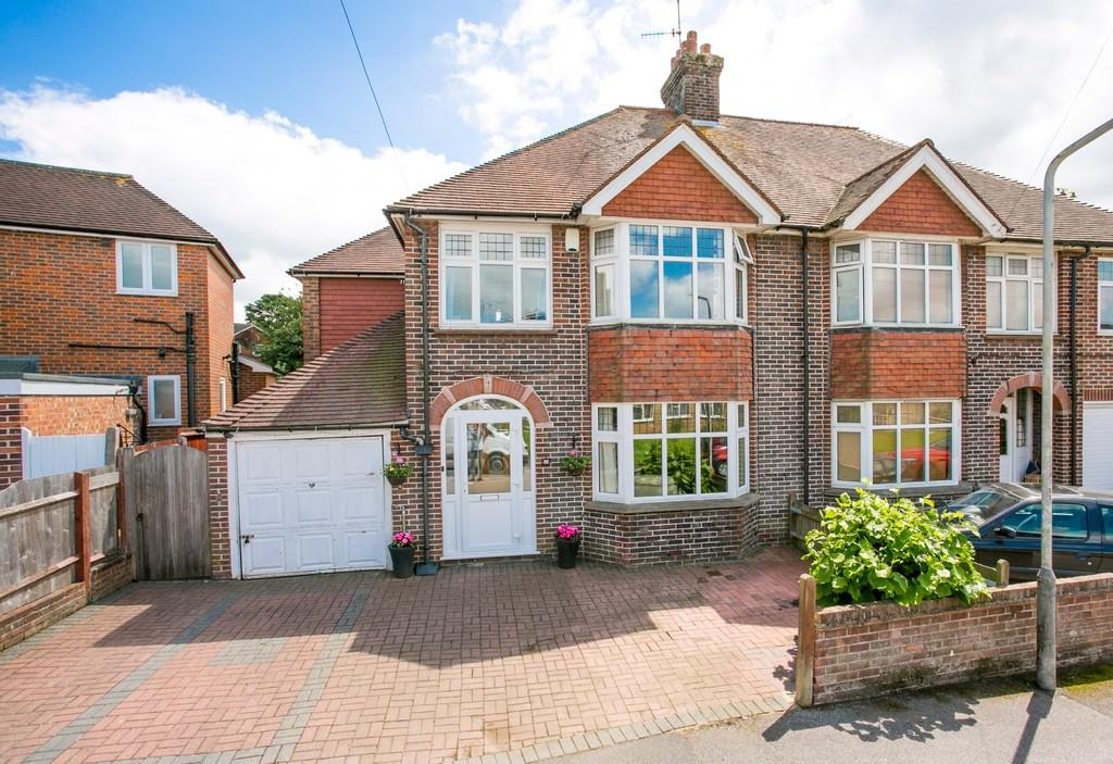 4 Bedrooms Semi Detached House for sale in Pinewood Gardens, Southborough
