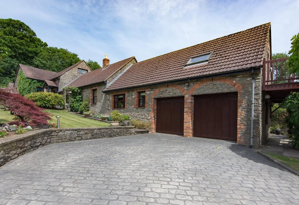 4 Bedrooms Detached House for sale in In a quiet location on the outskirts of Temple Cloud.