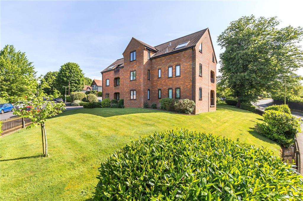2 Bedrooms Flat for sale in Bryant Court, Hollybush Lane, Harpenden, Hertfordshire