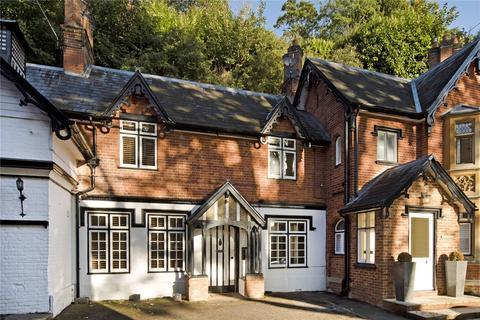 2 bedroom terraced house - Harleyford, Henley Road, Marlow, Buckinghamshire, SL7