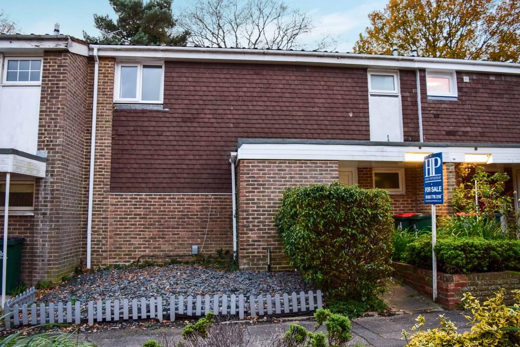 3 Bedrooms Terraced House for sale in Webb Close, Broadfield