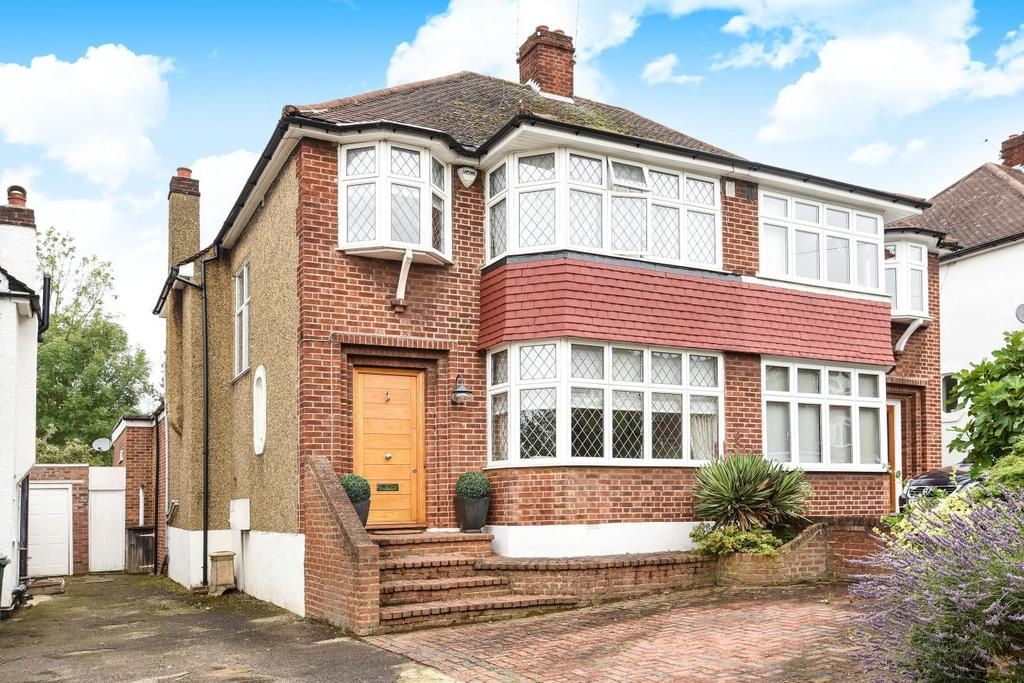3 Bedrooms Semi Detached House for sale in Shamrock Way, Southgate