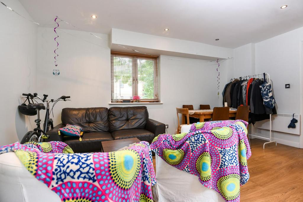 2 Bedrooms Terraced House for sale in Middleton Drive, Canada Water