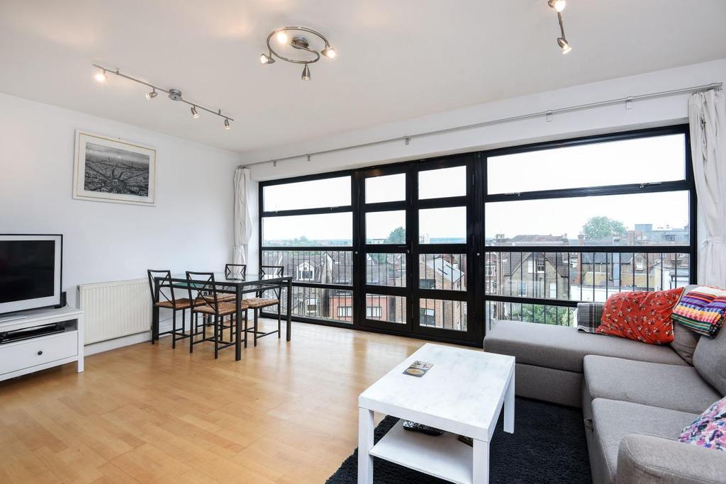 2 Bedrooms Flat for sale in Gleneldon Road, Streatham