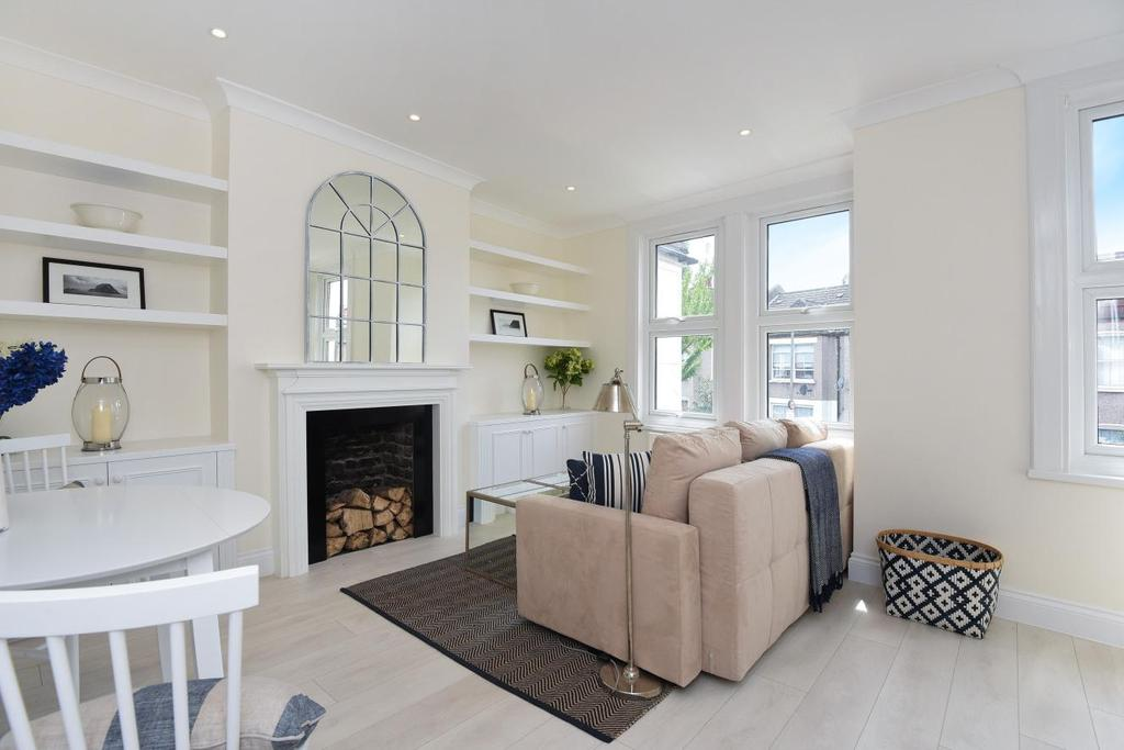 2 Bedrooms Flat for sale in Pevensey Road, Tooting