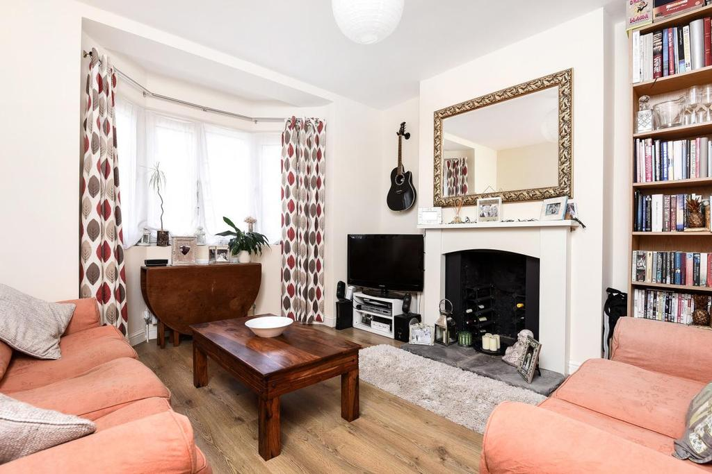 2 Bedrooms Flat for sale in Tooting Grove, Tooting