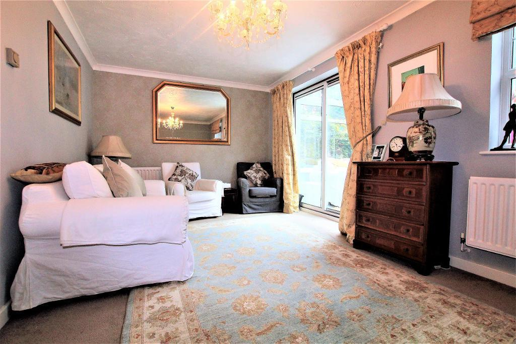 3 Bedrooms Detached House for sale in Randall Drive, Toddington, Bedfordshire, LU5 6FE