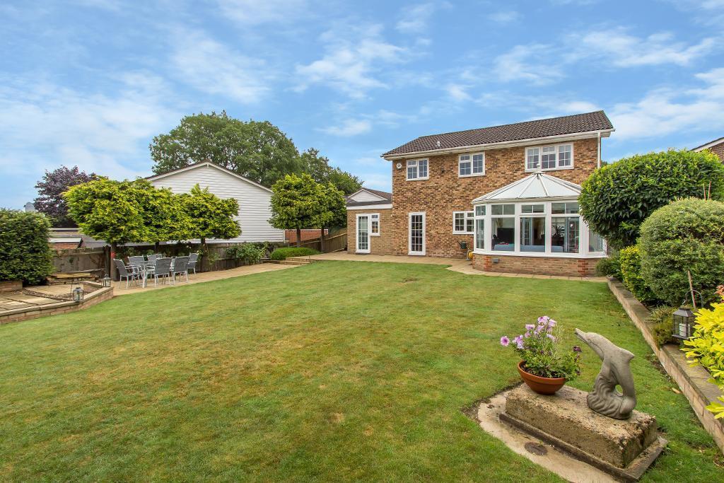 5 Bedrooms Detached House for sale in Hillbarn, Sanderstead, South Croydon, Surrey, CR2 0RU