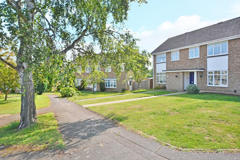 3 Bedrooms Terraced House for sale in Ecob Close, Guildford