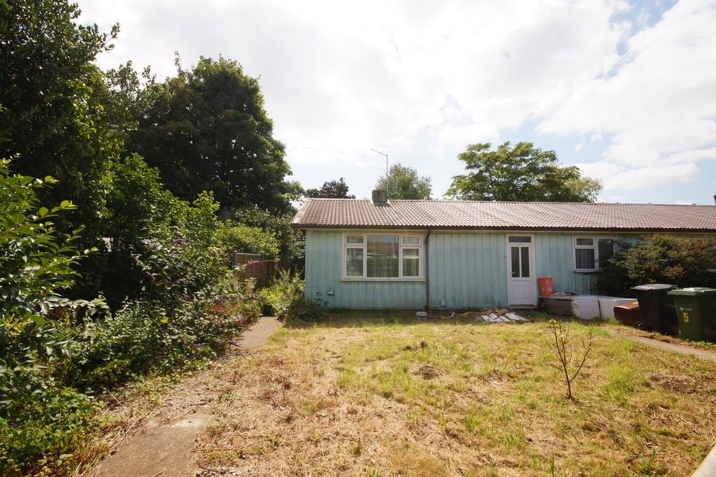3 Bedrooms Semi Detached Bungalow for sale in Honington Crescent, Lincoln