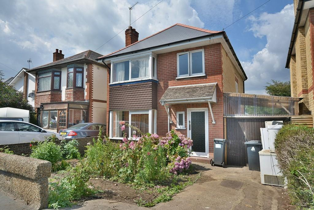 3 Bedrooms Detached House for sale in Wimborne Road, Bournemouth