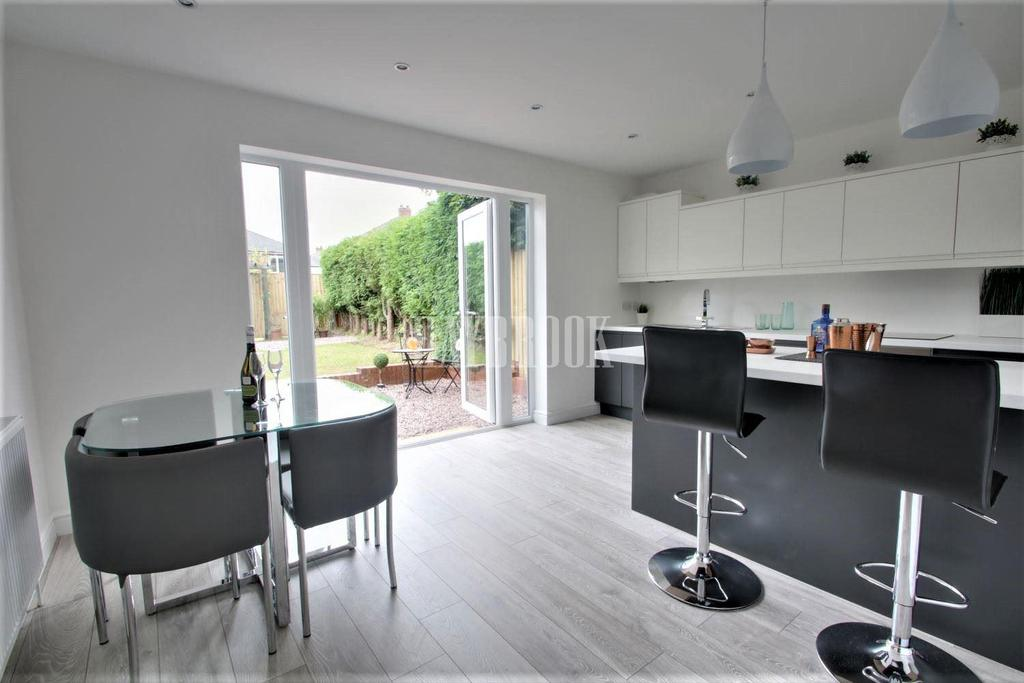 3 Bedrooms End Of Terrace House for sale in Mulehouse Road, Crookes, S10 1TD