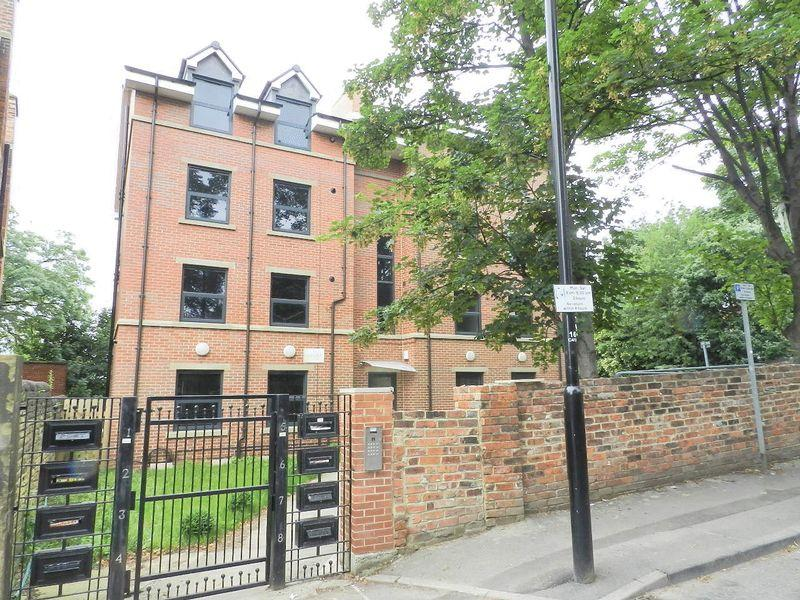 3 Bedrooms Apartment Flat for sale in 65 Clarendon Road , Leeds 2