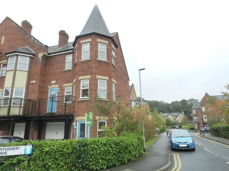 4 Bedrooms Town House for sale in Montgomery Avenue, Leeds