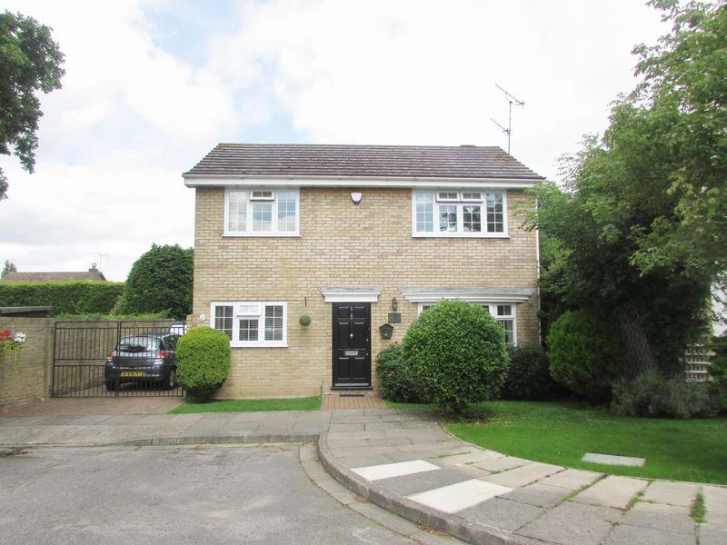 4 Bedrooms Detached House for sale in Staple Close, Bexley