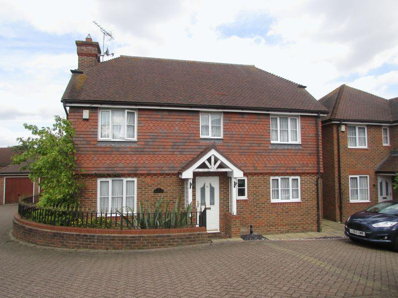 4 Bedrooms Detached House for sale in Vanessa Way, Bexley