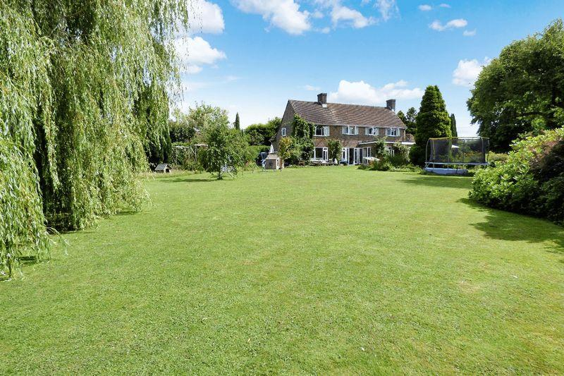 4 Bedrooms Detached House for sale in Golf Club Lane, Piltdown