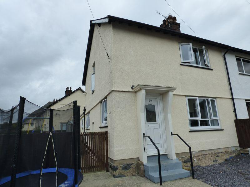 2 Bedrooms Semi Detached House for sale in 29, Penybryn, Llanfairfechan LL33 0UH