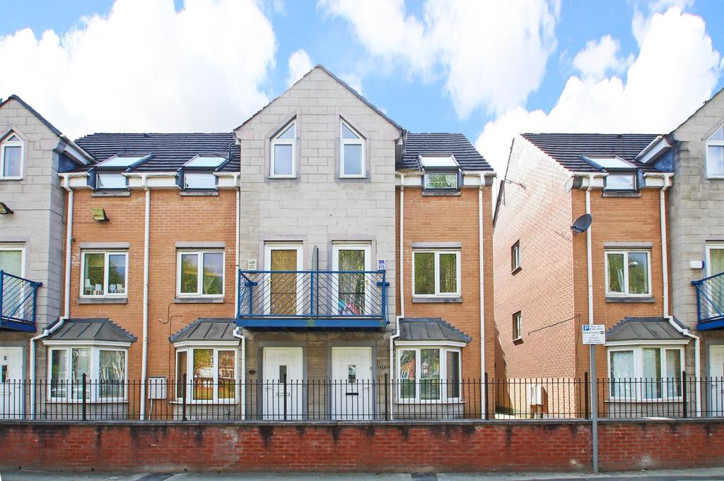 4 Bedrooms Terraced House for rent in Dearden Street, Hulme, Manchester, M15