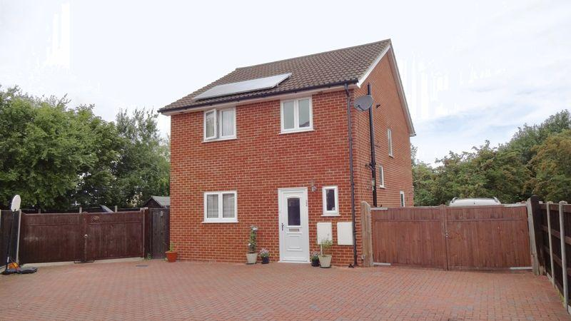 3 Bedrooms Detached House for sale in Sakins Croft, Harlow