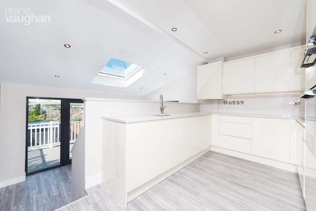 3 Bedrooms Semi Detached House for sale in Woodbourne Avenue, Brighton, BN1