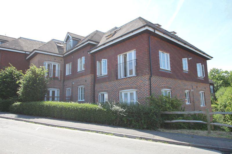 2 Bedrooms Apartment Flat for sale in Church Street, Rudgwick