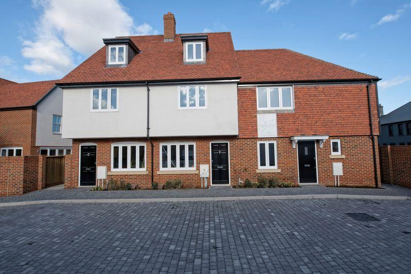 3 Bedrooms Town House for sale in Pound Lane, Canterbury
