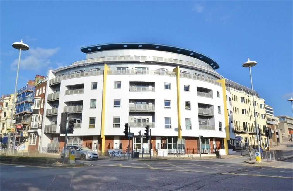 2 Bedrooms Flat for rent in Grand Parade, BRIGHTON, BN2