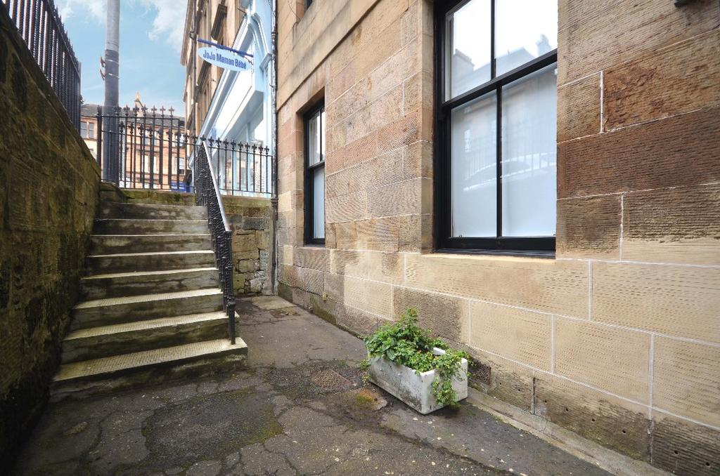 2 Bedrooms Flat for sale in Great George Street, Flat B/2, Hillhead, Glasgow, G12 8AJ