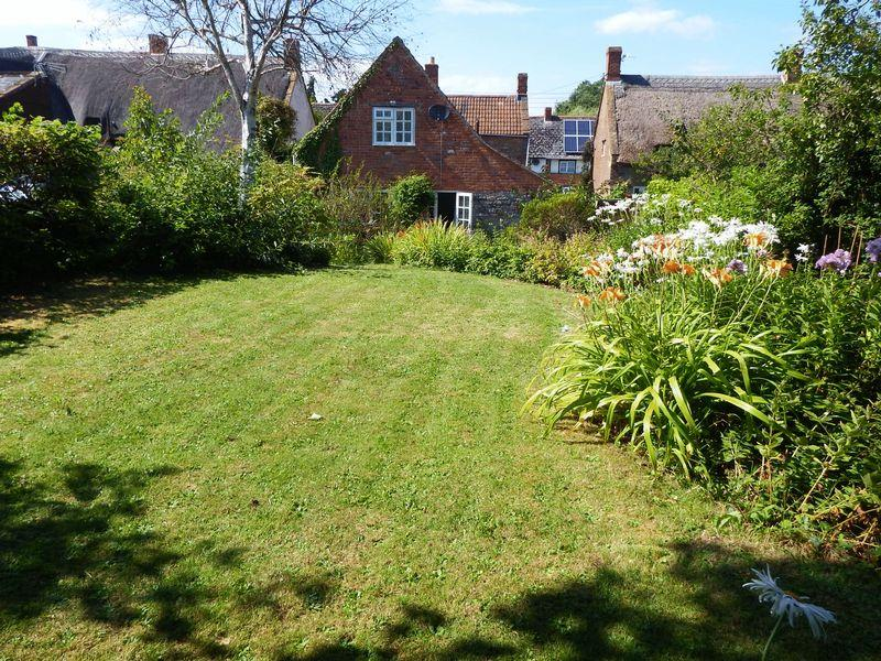 4 Bedrooms Cottage House for sale in Kingsbury Episcopi, Martock
