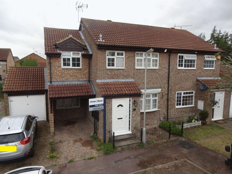 4 Bedrooms Semi Detached House for sale in Conway Close,