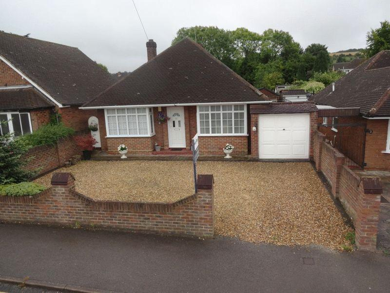 2 Bedrooms Detached Bungalow for sale in Bampton Road, Luton