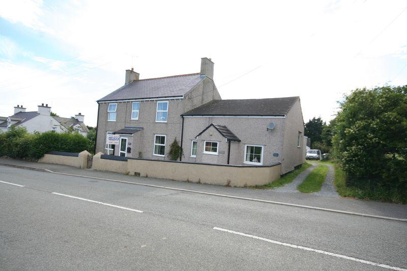 5 Bedrooms Detached House for sale in Rhosybol, Anglesey