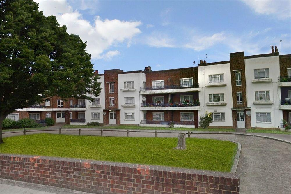 3 Bedrooms Apartment Flat for sale in Elthorne Court, Church Lane, Kingsbury NW9 8BE