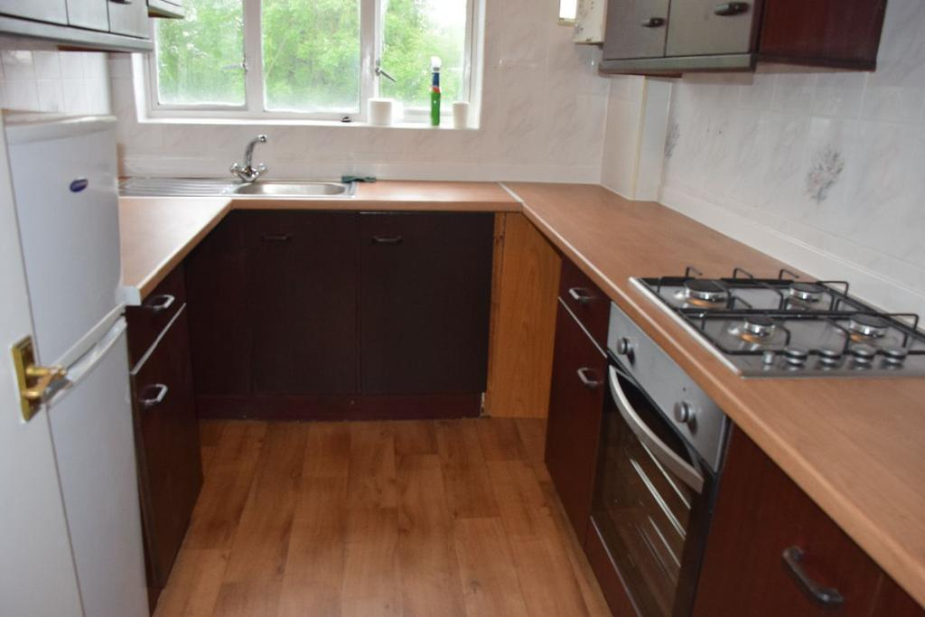 3 Bedrooms Apartment Flat for sale in Elthorne Court Church lane Kingsbury NW9 8BE