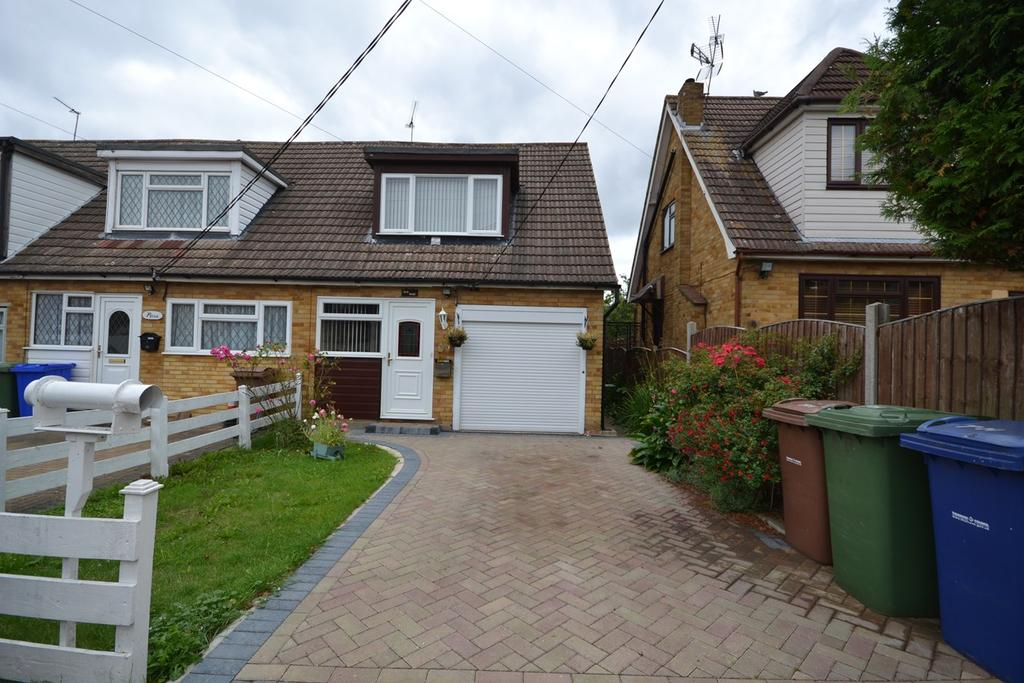 2 Bedrooms Chalet House for sale in Chamberlain Avenue, Corringham, SS17