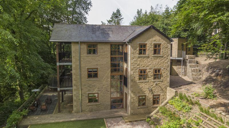 5 Bedrooms Detached House for sale in Carriage House, Bar Lane, Ripponden