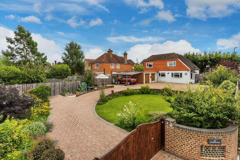4 Bedrooms Detached House for sale in Stoughton Road, Guildford