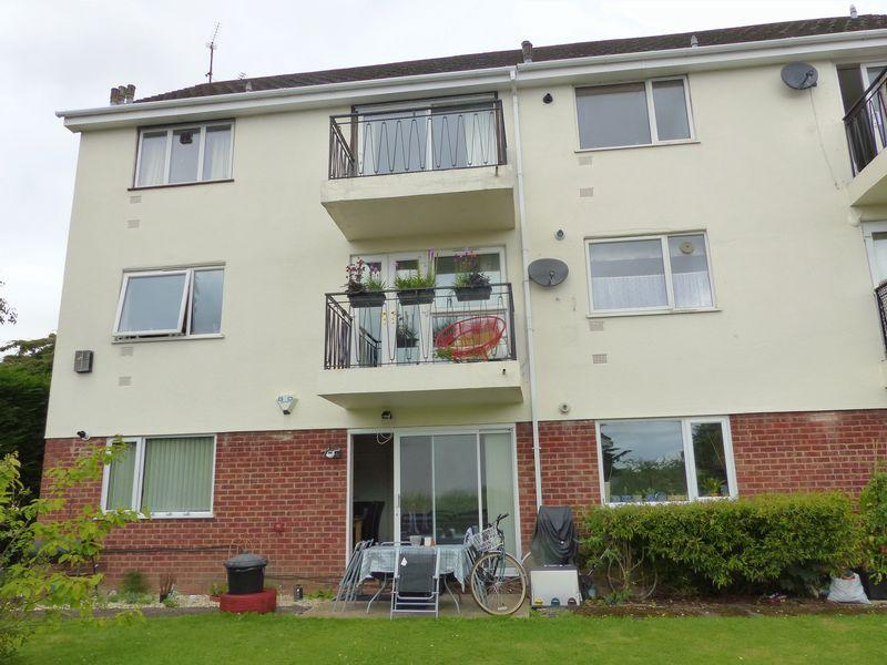 2 Bedrooms Apartment Flat for sale in Eastwood Court, Marlow