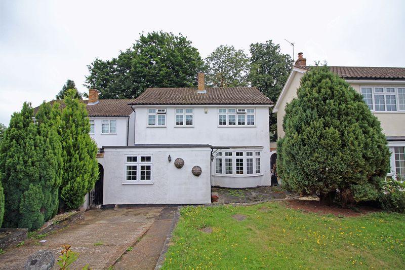 4 Bedrooms Detached House for sale in Balfont Close, Sanderstead, Surrey
