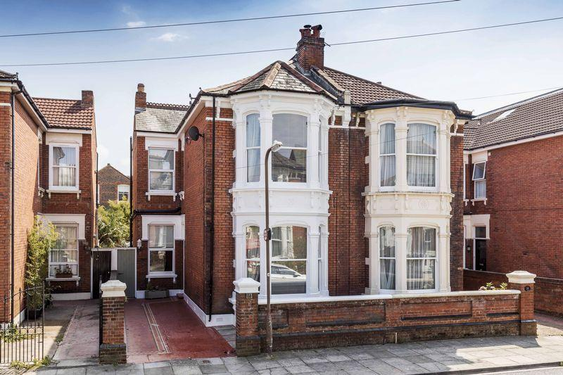 5 Bedrooms Semi Detached House for sale in Marion Road, Southsea