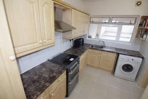 4 bedroom terraced house to rent - 60 Faircross Avenue,  Barking, IG11