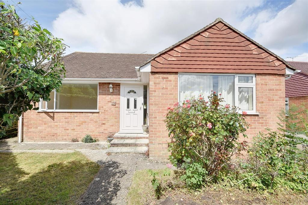 3 Bedrooms Detached Bungalow for sale in Ghyllside Road Northiam, Rye