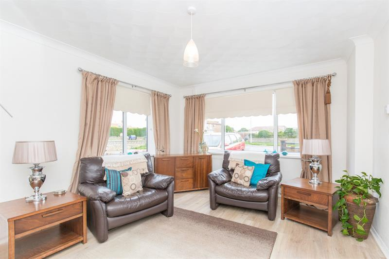 2 Bedrooms Detached Bungalow for sale in South Coast Road, Peacehaven
