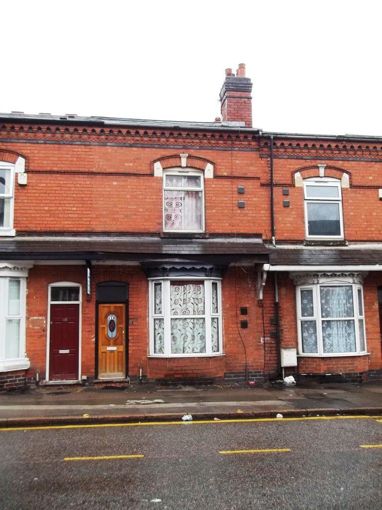 3 Bedrooms Terraced House for sale in Warwick Rd B11 4QU