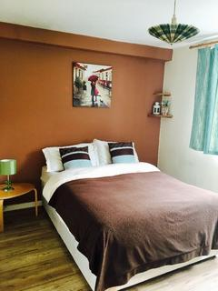 1 bedroom flat share to rent - BATTERSEA