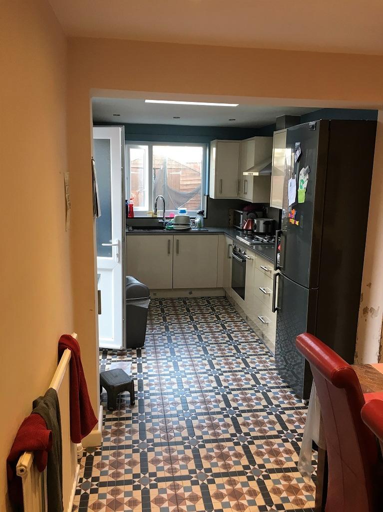 3 Bedrooms Terraced House for sale in Deacon Street, Swindon SN1