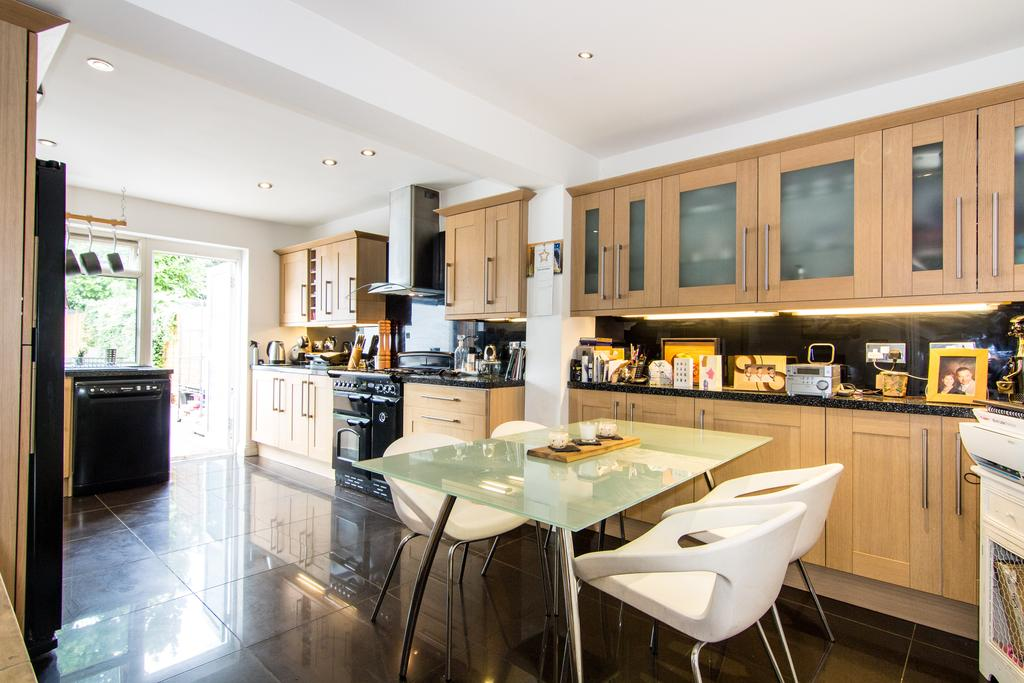 3 Bedrooms House for sale in Killowen Avenue, Northolt
