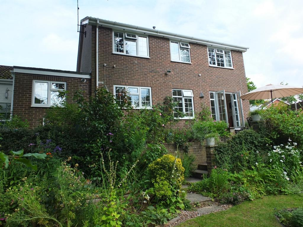 4 Bedrooms House for sale in Portsmouth Wood Close, Lindfield, RH16