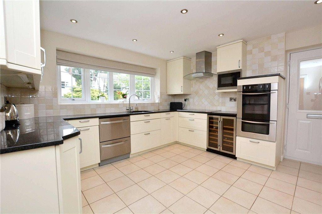 4 Bedrooms Detached House for sale in Adel Park Gardens, Adel, Leeds